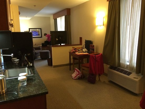 Wyndham Garden Buffalo Downtown: Spotless two-room suite on Hilton Honors 3rd floor