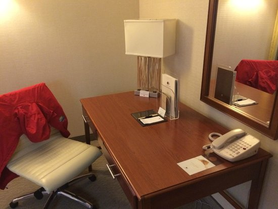 DoubleTree Club by Hilton Hotel Buffalo Downtown: Spotless two-room suite on Hilton Honors 3rd floor