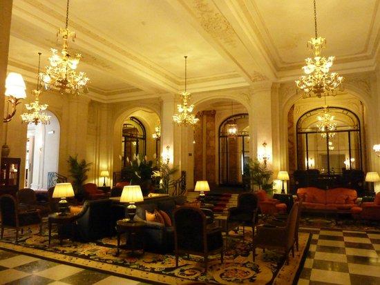 Hotel Le Plaza : Entrance hall