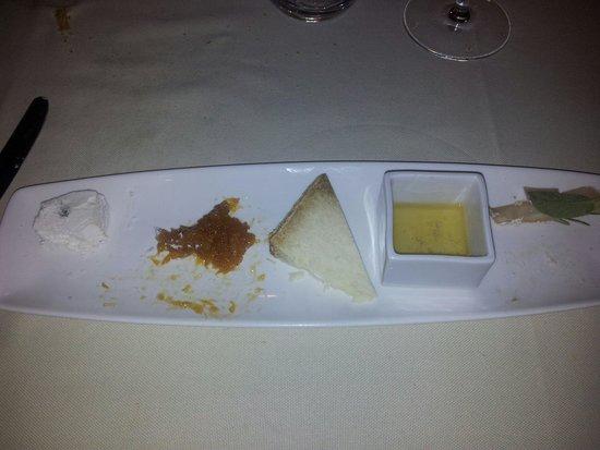 San Biagio Vecchio: Tris di formaggi con marmellata di arance e miele....decidere quale sia il sapore più buono è im