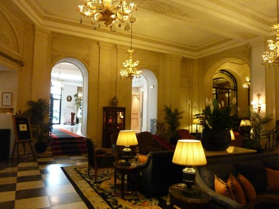 Hotel Le Plaza : the great sofas in the entrance