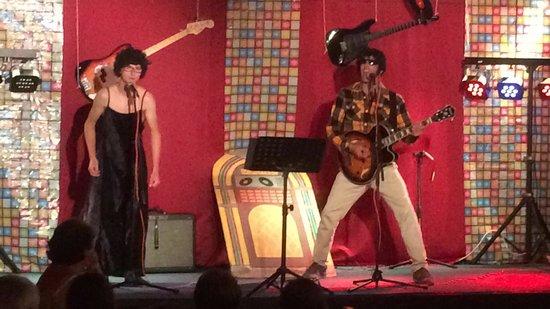 Village Vacances Les Carlines: Edith paf et Johnny en concert le dernier soir . Merci l'équipe d'animation