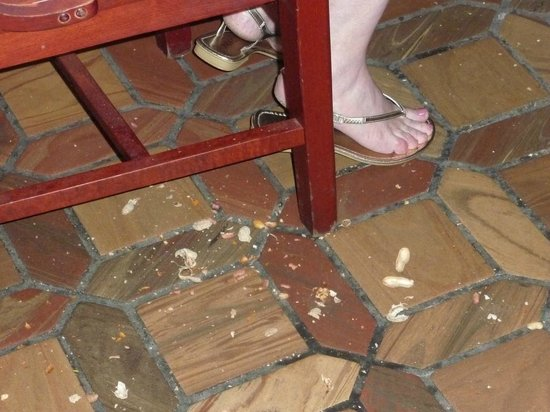 Cody's Original Roadhouse: Empty peanut shells dumped on the floor.