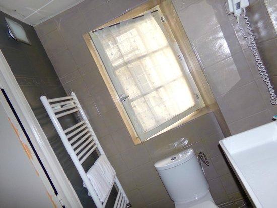 Hotel Pointe Rivoli: Banheiro ok