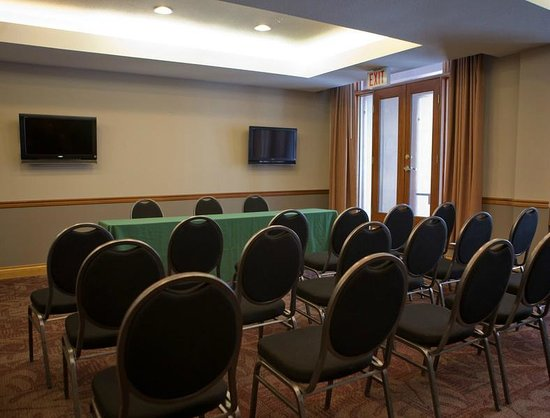 Nancy Greene's Cahilty Hotel & Suites: Sunburst Meeting Room