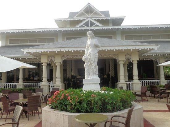 Luxury Bahia Principe Esmeralda Don Pablo Collection : un lugar para degustar un buen cafe o una velada nocturna.