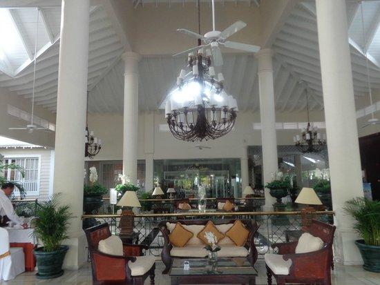 Luxury Bahia Principe Esmeralda Don Pablo Collection : area del lobby del hotel.