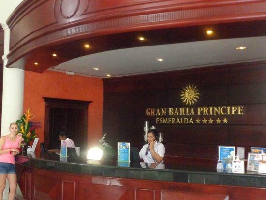 Luxury Bahia Principe Esmeralda Don Pablo Collection : repcecion del hotel.