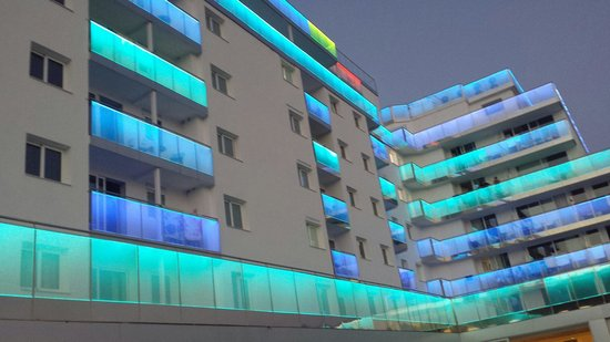 Hotel Europa Splash: Fachada interior desde la piscina