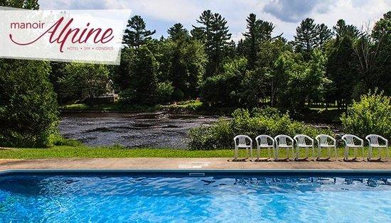 Manoir Alpine: piscine et rivière