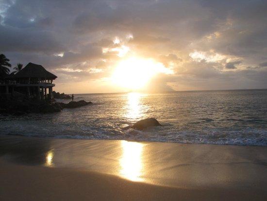 Sunset Beach Hotel : hotel beach at sunset