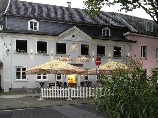 """Außenansicht des """"Brauhaus am Dom"""" in Haan"""