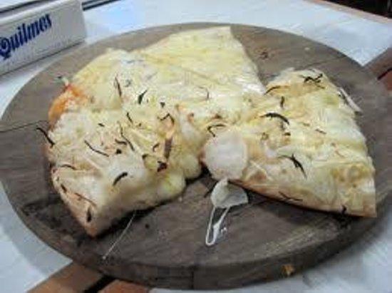 El Cuartito: pizza de cebola com queijo