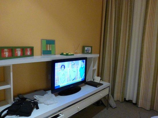 BoBo Hotel: TV