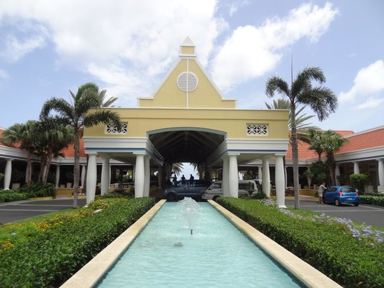Curacao Marriott Beach Resort & Emerald Casino: Hotel front