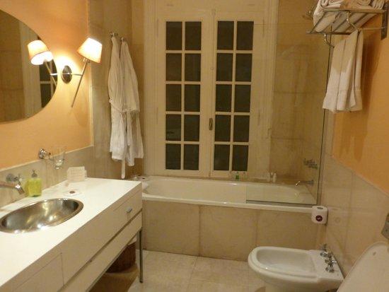 BoBo Hotel: Nice tub
