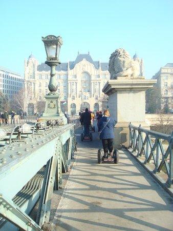Continental Hotel Budapest : un des ponts sur le Danube