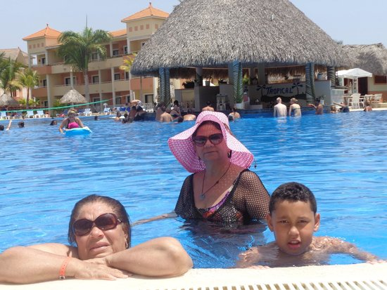 Grand Bahia Principe Turquesa: en diversión en la piscina.