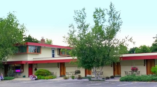 The Usonian Inn LLC: view of the main entrance
