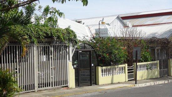 Aranjuez Hotel: Front entrance