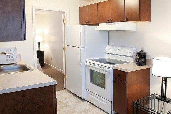 Beverly Garden Suites: Full Suite Kitchen