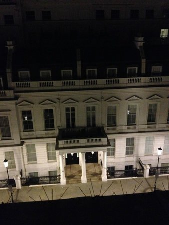 Lancaster Gate Hotel: Vista do quarto para a rua do hotel