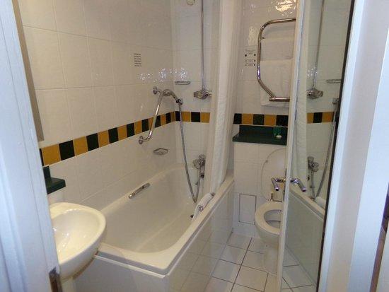 Lancaster Gate Hotel: Banheiro limpo
