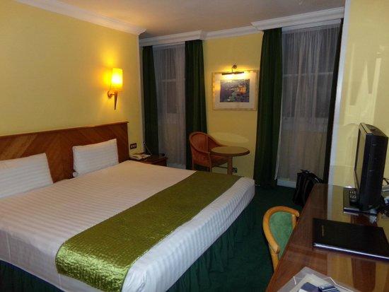 Lancaster Gate Hotel: Quarto de tamanho razóavel, confortável e limpo