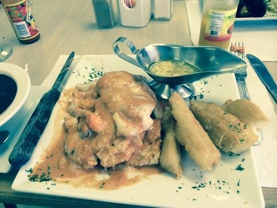 Azucar Restaurant and Bakery: winner winner chicken dinner!