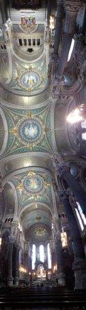 Cathedral Saint Jean Baptiste: techo de la iglesia