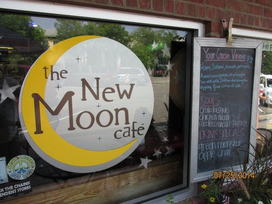 New Moon Cafe: Sign