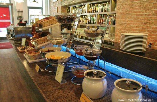 Estilo Fashion Hotel: breakfast area