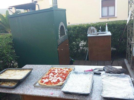 Residence il Mandorlo: Cena Elbana - pizze e lasagne
