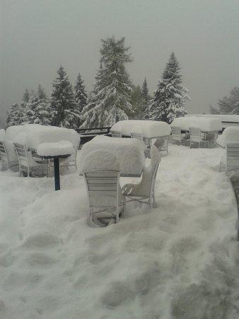 Albergo Cardada : terrazza, ma quanta neve