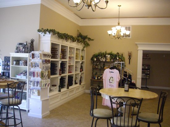 Forest Edge Winery: Tasting Room/Gift Shop