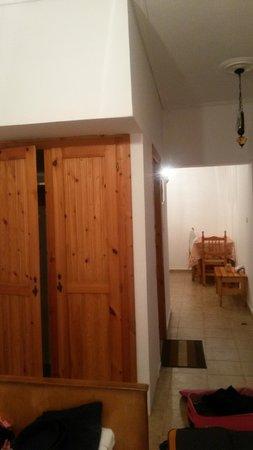 Baha Ammes Apartments: wardrobes