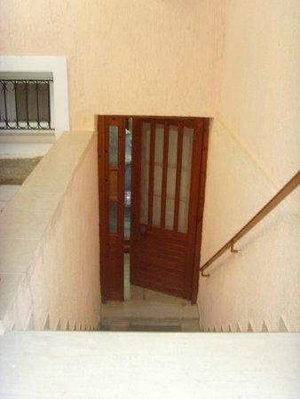 Baha Ammes Apartments: entrance