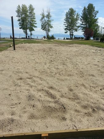 Tahoe Sands Resort: Sand volleyball court