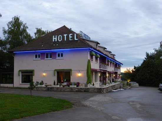 Hotel la Fontaine: Hotel in the evening light