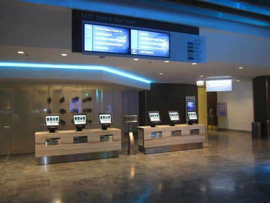 Hyatt Regency Chicago: Self Serve Kiosk