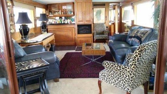Tahoe Cruises: Inside (one room)