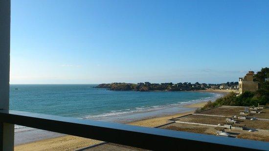 Residence Reine Marine : Lateraal zeezicht op 3de verdieping