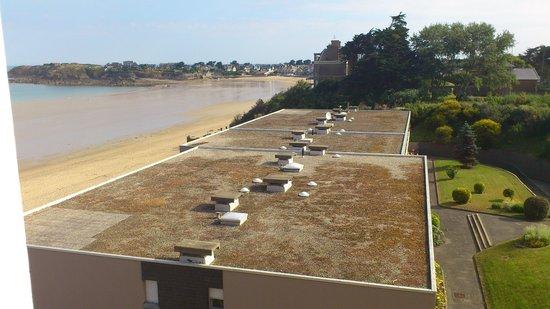 Residence Reine Marine : Lateraal zeezicht vnop balkon