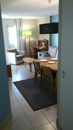Residence Reine Marine : Kamer - leefruimte