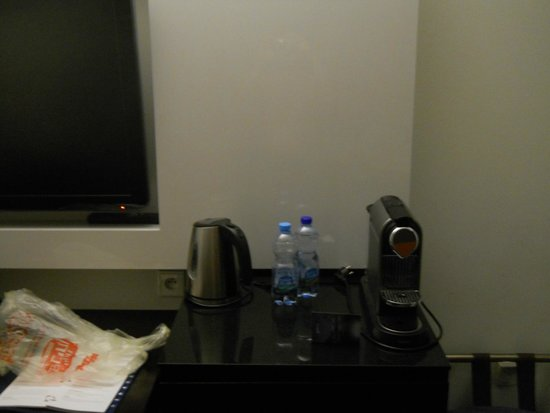 Radisson Blu Sobieski Hotel Warsaw: Kettle and coffee-maker