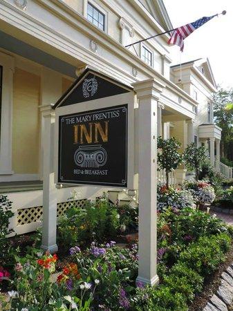 Mary Prentiss Inn: Front