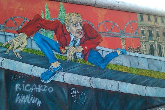 East Side Gallery: berlin wall