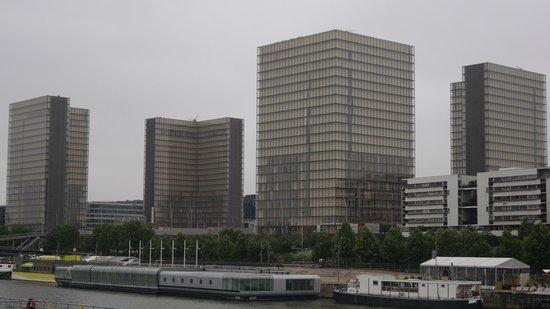 Bibliothèque Nationale de France : 2 tours de la BNF depuis la Seine