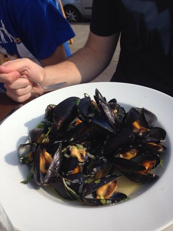 Out of the Blue Seafood: Mussels marienere