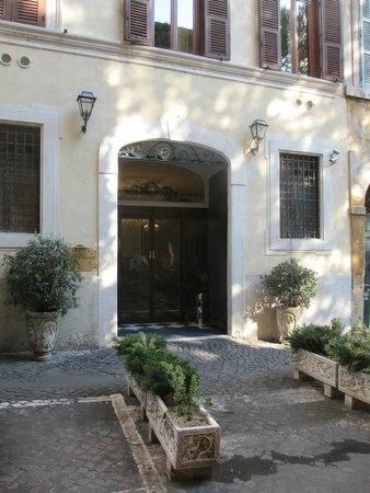 Hotel Residenza In Farnese: exterior entrance
